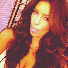 Kim K Selfie 1